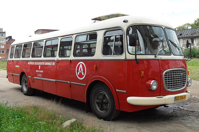 Warsaw must see - Cucumber Bus
