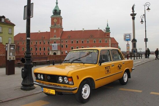 Warsaw sightseeing by yellow car
